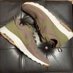 NIKE AIR MAX MOTION LW SE OLIVE ATHLETIC SHOES